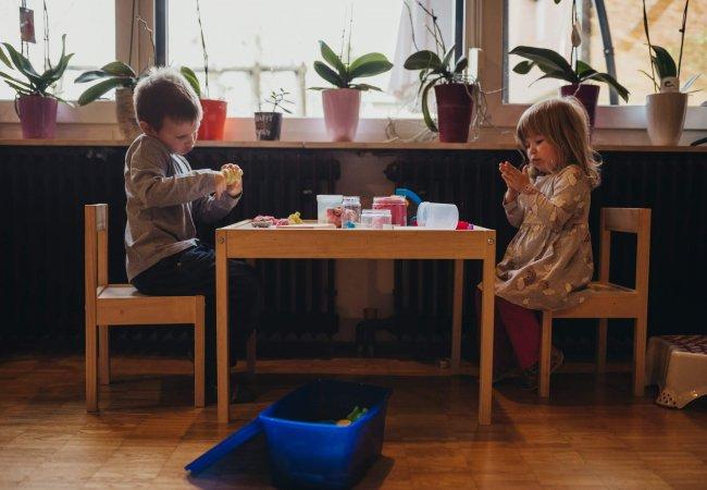 gnetko domači plastelin naravni igra